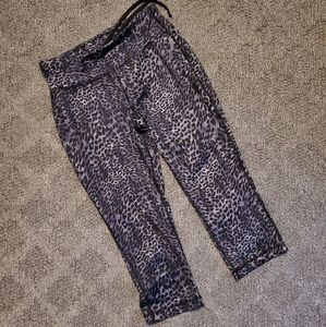 Danskin now capri work out pants